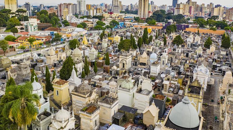 As licenças para limpeza e reparos devem ser solicitadas nas administrações dos cemitérios municipais. Foto: Daniel Castellano/SMCS