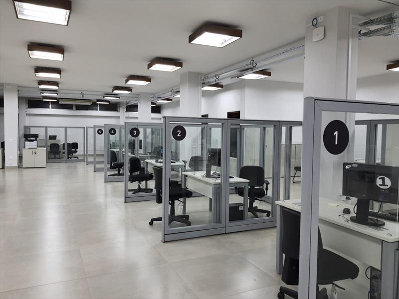 Novo local tem dez salas para atendimento nas áreas de IPTU, ITBI, ISS e certidões; agendamento on-line e processo eletrônico acabaram com as filas. Foto: Divulgação