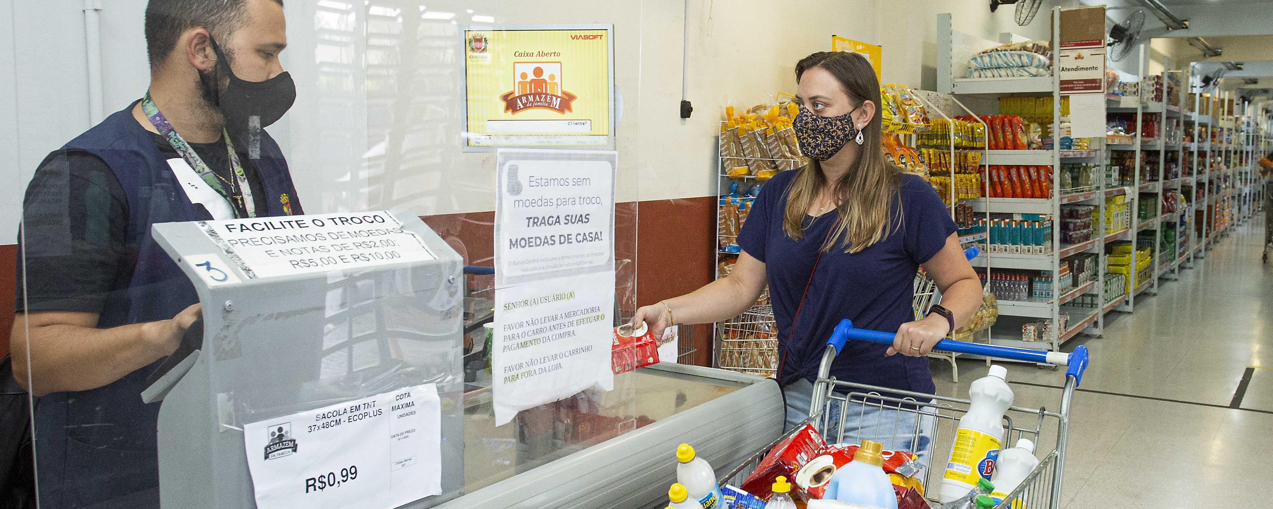 Aposentados e pensionistas podem fazer compras no Armazém da Família